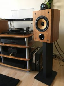B&W Matrix 805 on stand